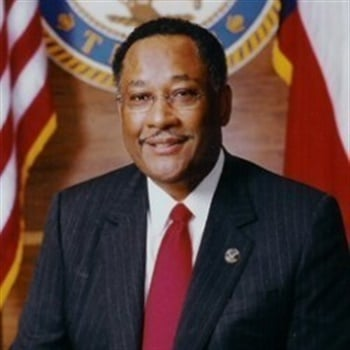 Former Mayor of Houston and Former NYC Police Commissioner Dr. Lee Brown will be the keynote speaker at the 2016 NOBLE Training Conference. (Photo: NOBLE)