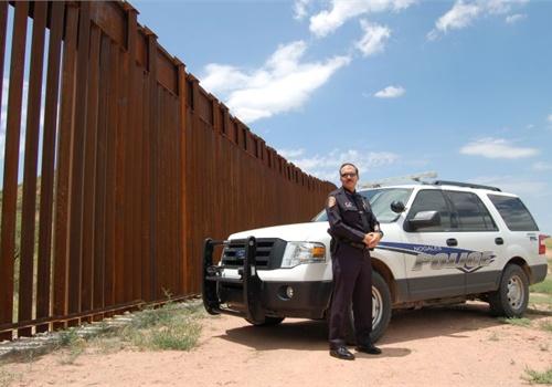 Nogales (Ariz.) Police Chief Jeffrey Kirkham near the border fence in his jurisdiction in 2010. Photo: Paul Clinton.
