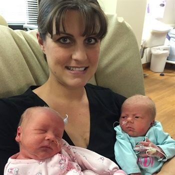 Minnesota officers resuscitated a newborn baby and then helped deliver her twin. Photo: Wyoming PD / Facebook.