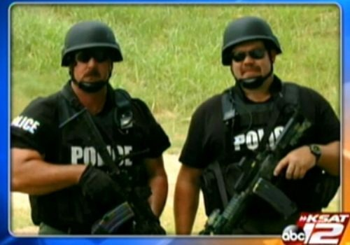 Pasadena PD SWAT officers Mike Huffman (left) and Larry Candelari. Screenshot via KSAT.