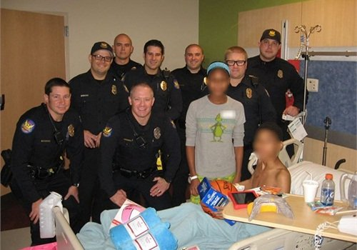 Phoenix officers presented children reportedly stabbed by their mother Christmas gifts. (Photo: Facebook)