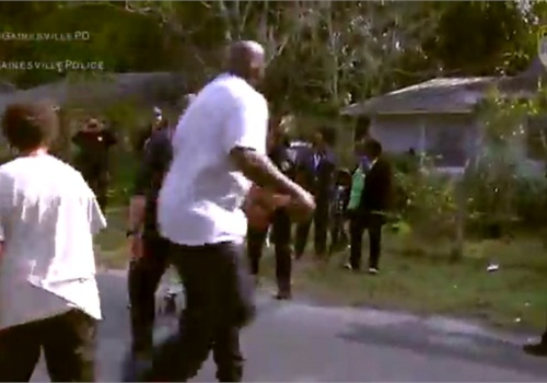 Shaquille O'Neal joined Gainesville, FL, officers to play basketball with local kids. (Photo: Screen shot from WJXT TV)