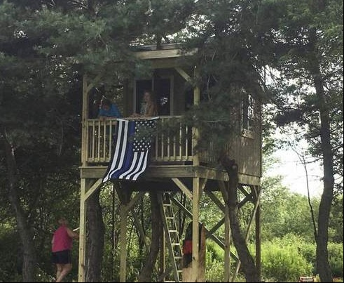 Watertown, NY-area officers completed a treehouse for the daughter of a fallen state trooper. (Photo: New York State Police)