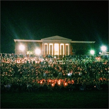 Students gather at the University of Virginia for a candlelight vigil for missing student Hannah Graham. Photo: UVa Facebook page