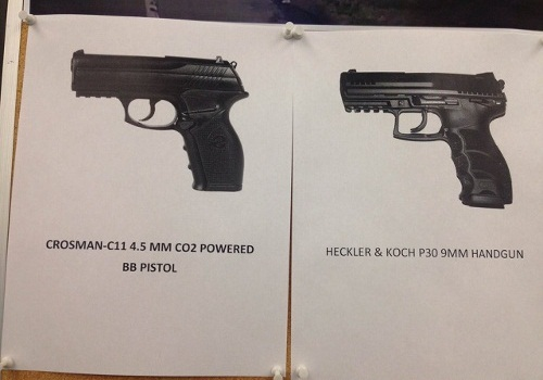 Roanoke County police used this side-by-side comparison to show how realistic the BB gun carried by Kionte DeShaun Spencer appeared to officers. (Photo: Roanoke County PD)