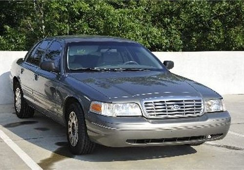 Ford Crown Vic (2004). Photo: GovernmentAuctions.org