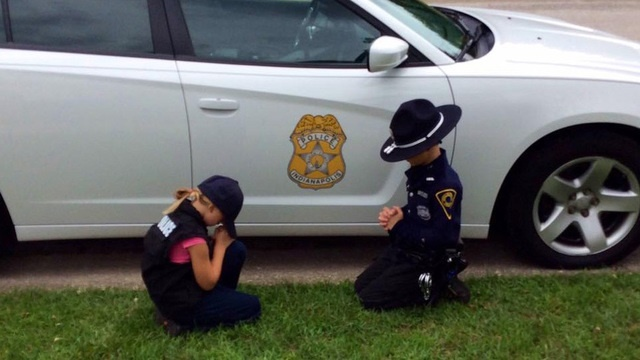 TheIndianapolis Metropolitan Police Department posted a photo on Facebook of an officer's children praying for their father's safe return. (Photo: Facebook)
