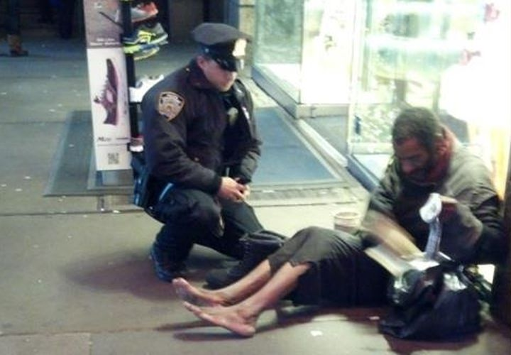 Homeless Man Helped by NYPD Cop Shoeless Again