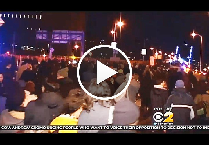 Video: Protests Clog Streets of New York City Following Eric Garner Decision