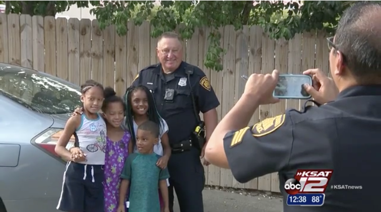 Video: San Antonio Officer Saves Children from Apartment Fire