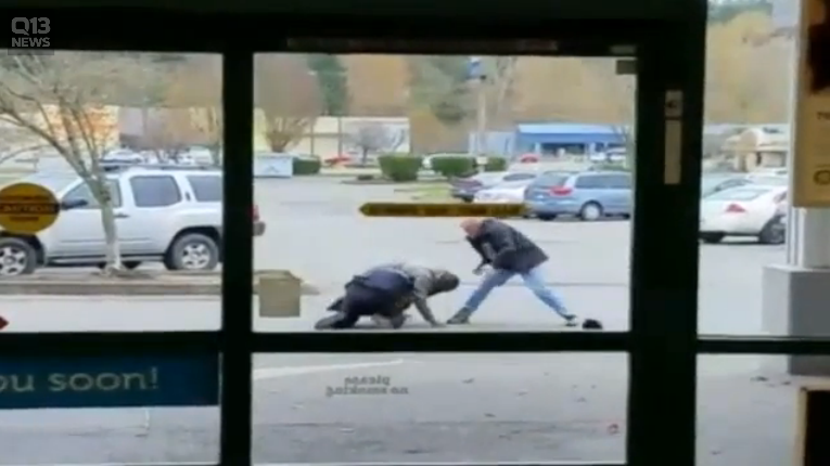 Video: Civilian Comes to Aid of WA Officer Under Attack