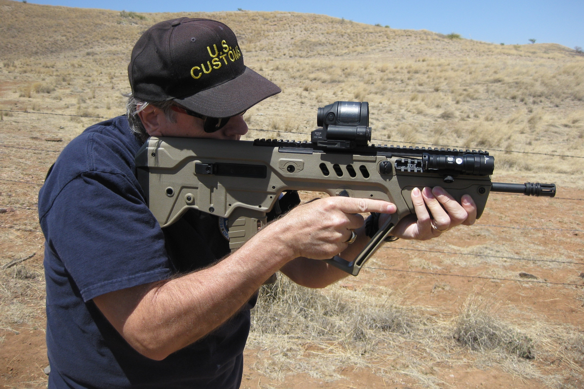 POLICE Magazine reviewer Nick Jacobellis takes the SAR-21 out to the range for testing.