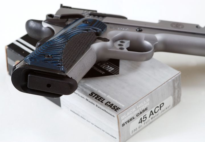 The SW1911 features a modest magazine well funnel that greatly smooths out and speeds up reloads.