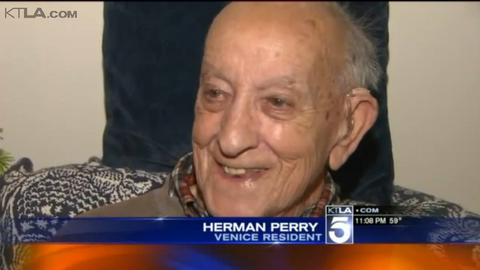 LAPD Officers Surprise WWII Veteran With Christmas Tree, Presents