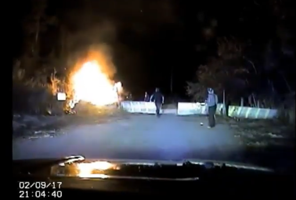 FL Officers Rescue Injured Driver as Crashed Car Explodes