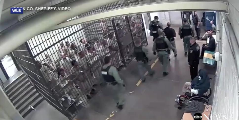 Chicago Jail Inmates Applaud Suspected Cop Killer