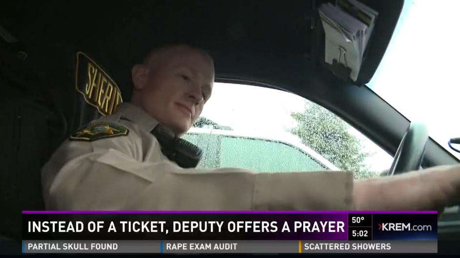 Idaho Deputy Stops Motorist, Prays for Cancer Victim Instead of Giving Ticket