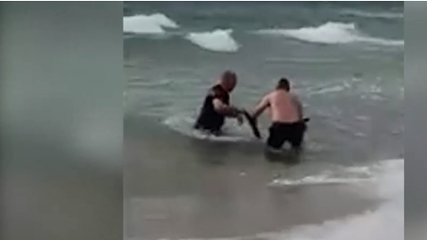 Two Australian police officers—Sergeants Christopher Russo and Kirby Tonkin—dove into the sea to...