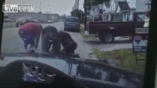 Ohio Officer Under Attack Aided by Civilians