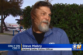 Crowd Records Violent Confrontation, Good Samaritan Comes to Officer's Aid