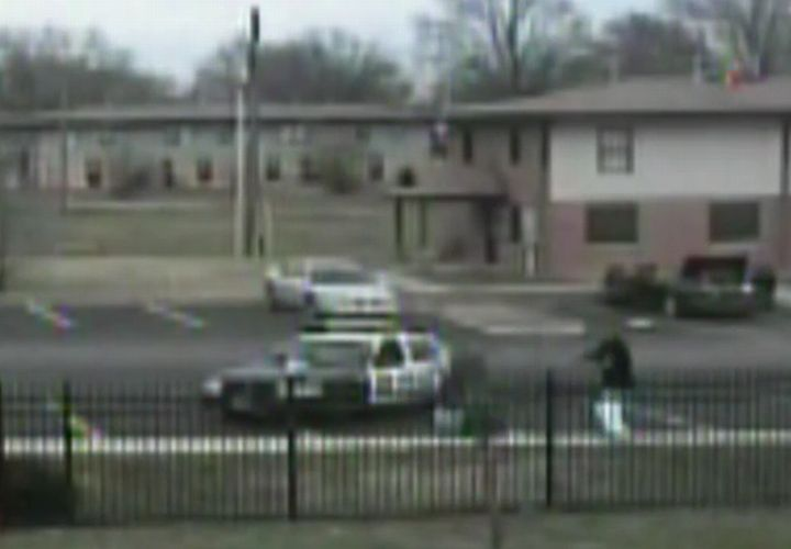 Bystanders Ignore Shot Ill. Cop