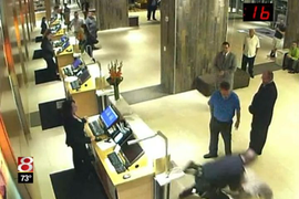 Ind. Officer Tackles Man In Hotel Lobby